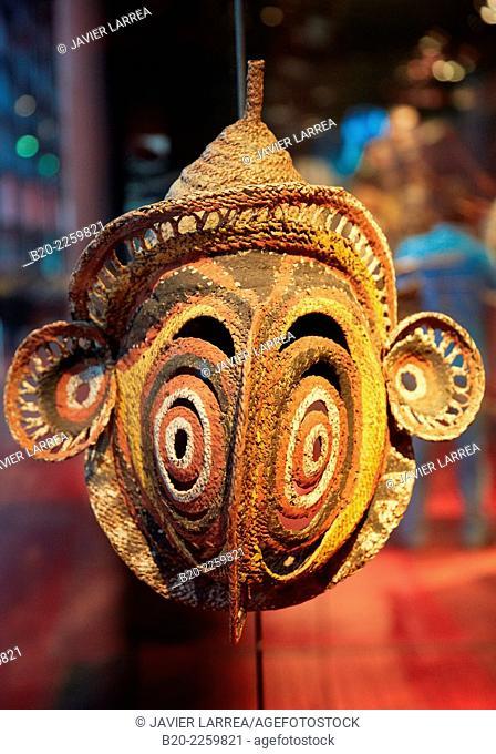 Masque vi'mbaba. Mask. New Guinea. S.XX. Musée du Quai Branly museum, specialised for primitive or tribal arts, architect Jean Nouvel. Paris. France