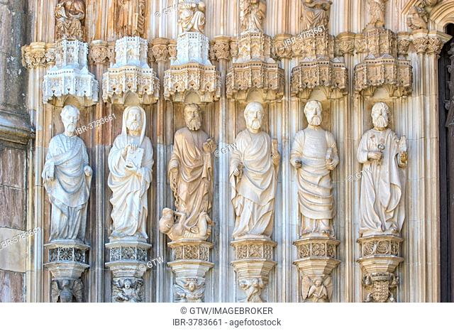 Apostles on the main entrance, Dominican abbey Batalha Monastery, Unesco World Heritage Site, Batalha, Leiria district, Portugal