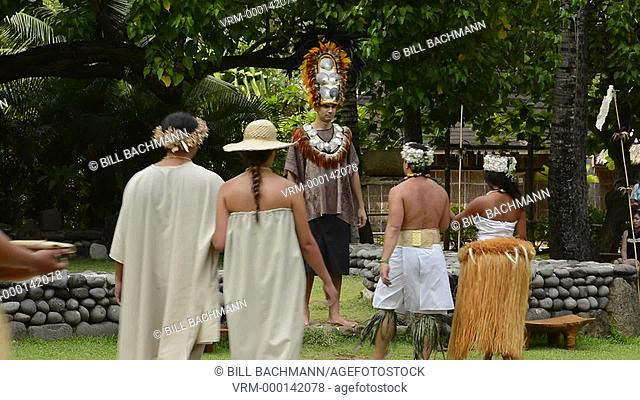 Laie Hawaii Polynesian Cultural Center wedding ceremony in Hawaiian traditional outfit with wedding party