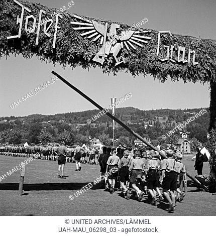"""Der Eingang zum Hitlerjugend Lager """"""""Josef Grün"""""""", Österreich 1930er Jahre. Der 12jährige Josef Grün war der erste Tote in der österreichischen Hitlerjugend: er..."""