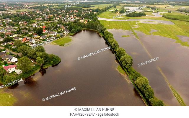 dpatop - Leegebruch under water, north of Berlin, Germany, 02 July 2017. The situation remains fraught in Leegebruch, near Oranienburg