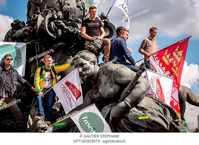 YOUNG FARMERS, FNSEA, NATIONAL FEDERATION OF AGRICULTURAL HOLDERS' UNIONS, PROTEST DEMONSTRATIONS BY FARMERS, PLACE DE LA NATION, PARIS (75)