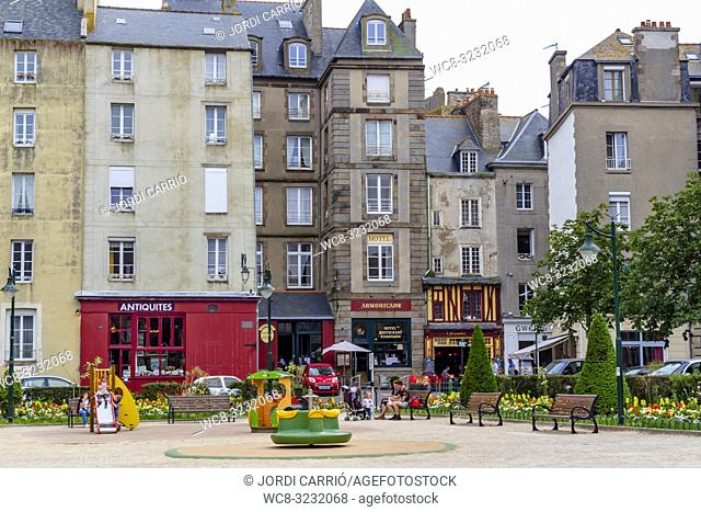 SAINT MALO, BRITTANY, FRANCE: Square of the walled town of Saint Malo