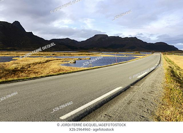 Strengelvåg in Myre and Strengelvågfjorden fiord, Langøya island, Archipelago of Vesterålen, county of Nordland, Norway, Europe