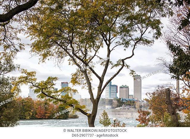 USA, New York, Niagara Falls, view from American Falls to Niagara Falls, Ontario, Canada
