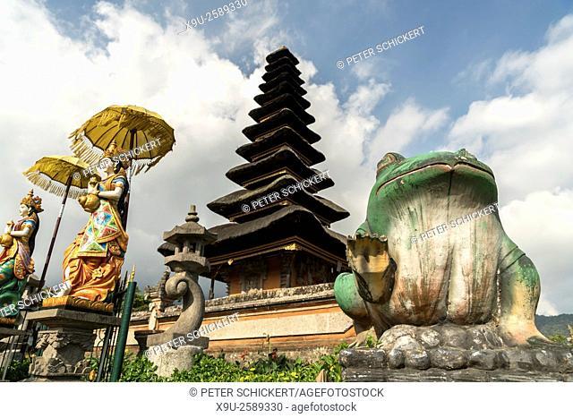 the major Shivaite and water temple Pura Ulun Danu Bratan on the shores of Lake Bratan, Bedugul, Bali, Indonesia