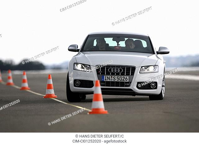 Audi S5, model year 2007-, white, driving, diagonal from the front, frontal view, test track, Pilonen