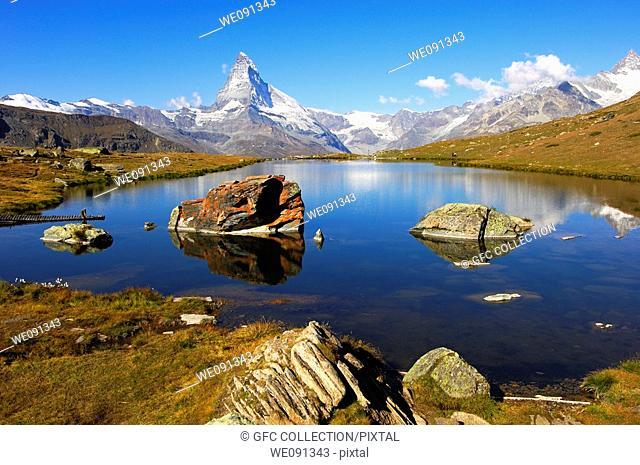 At lake Stellisee near Zermatt, Mt Matterhorn in the background, Zermatt, Valais Switzerland