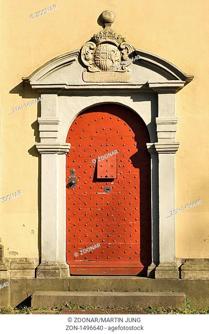 Barockportal der Annakapelle über Schloss Crottorf im Wildenburger Land