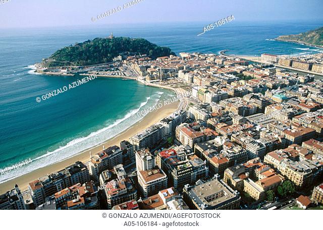 La Concha beach, Urgull mount. San Sebastian / Donostia. Guipuzcoa. Spain