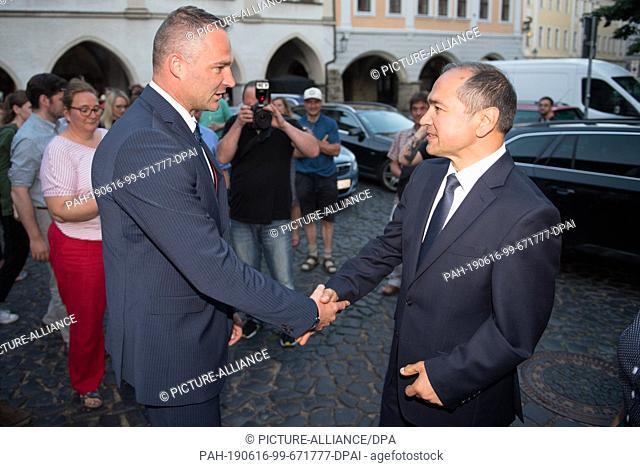 16 June 2019, Saxony, Görlitz: Sebastian Wippel (l), AfD Member of State Parliament and Lord Mayor candidate for Görlitz, congratulates Octavian Ursu (CDU)