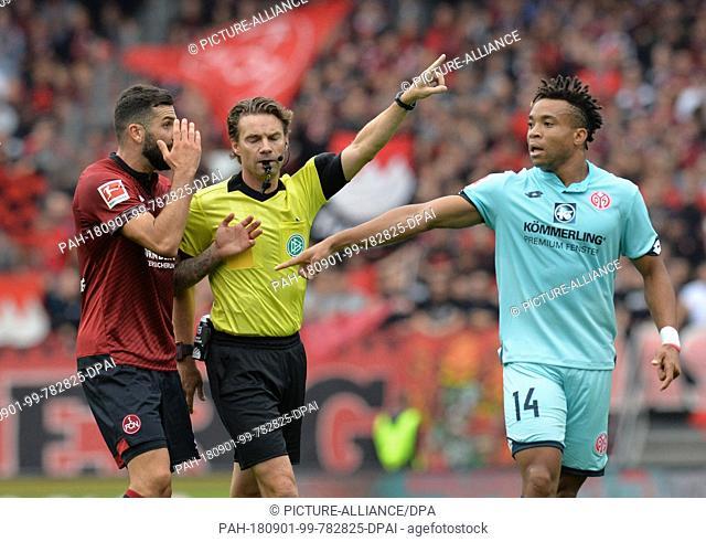01.09.2018, Bavaria, Nuremberg: Football: 1st Bundesliga, 2nd matchday, 1st FC Nuremberg - FSV Mainz 05 at Max Morlock Stadium: Referee Guido Winkmann (M)...