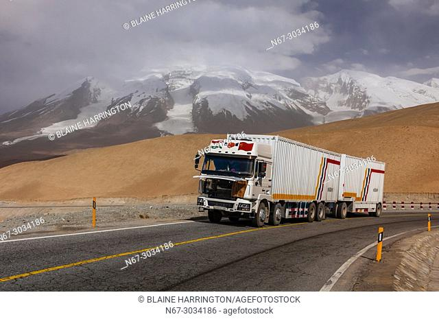 13,451 foot Suvax Pass along the Karakoram Highway passing through the Pamir Mountains in Xinjiang China. It is the highest paved international road in the...