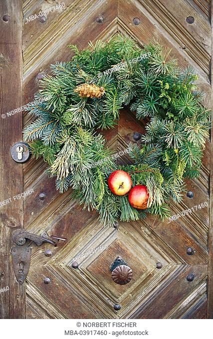 Front door, detail, door-wreath, house, door, wooden door, weathers, wreath, door-jewelry, decoration jewelry-wreath branches needle-groves jaw-branches