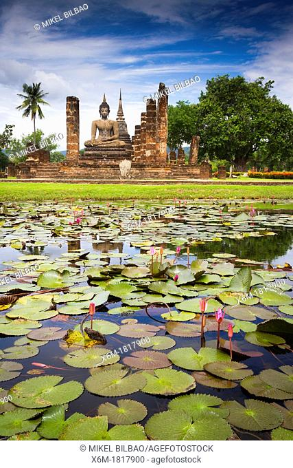 Buddha statue and pool  Wat Mahathat  Sukhothai Historical Park  Thailand