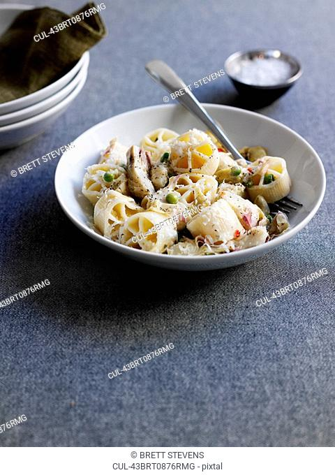 Pasta with chicken and cheese