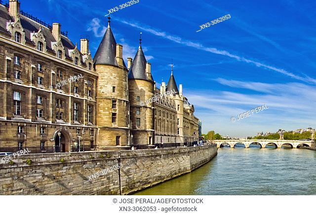Conciergerie Palace, from Pont au Change bridge, Île de la Cité, River Seine, Paris, France, Europe