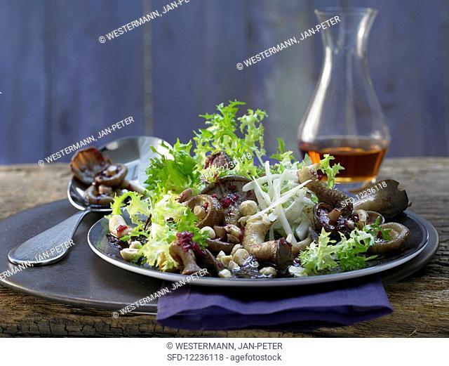 Leaf salad with grilled mushrooms, hazelnuts and elderberry juice vinaigrette