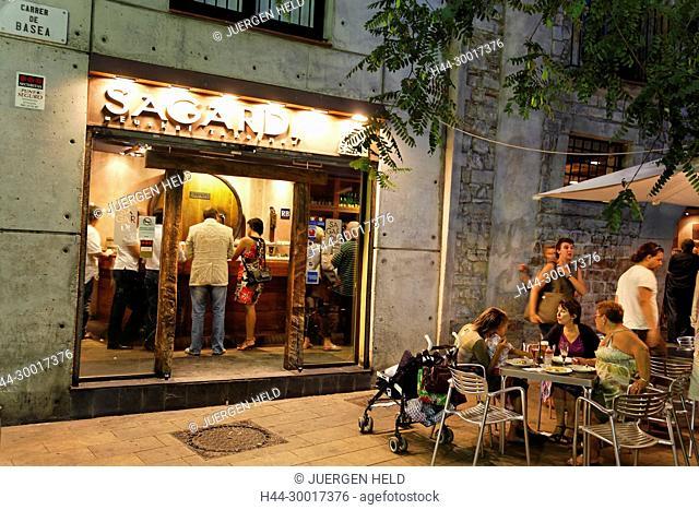 Spain, Catalonia, Catalunya, Barcelona, Ribera, typical Tapa bar Sagardi Euskal TabernaBodega serving small pichitos, wine bar
