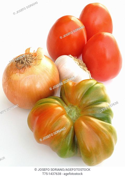 Tomatoe, onion and garlic