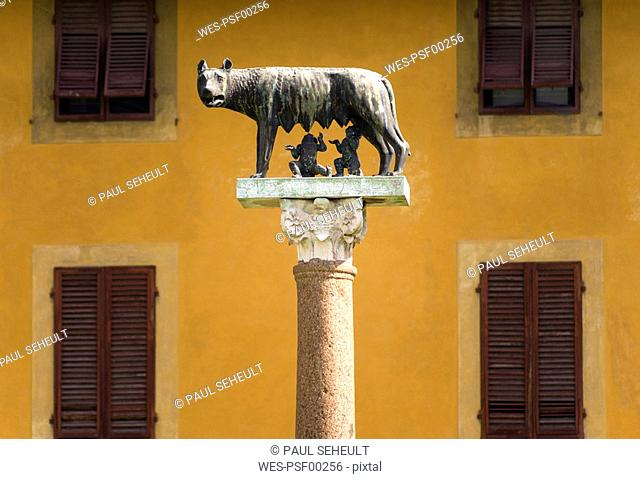 Italy, Tuscany, Pisa, Romulus and Remus Statue