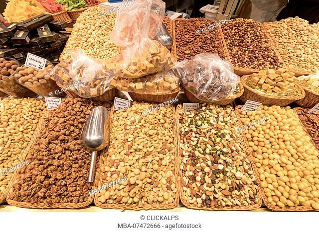 Nuts and chocolate, La Boqueria Market, Ciudad Vieja, Barcelona, Catalonia, Spain