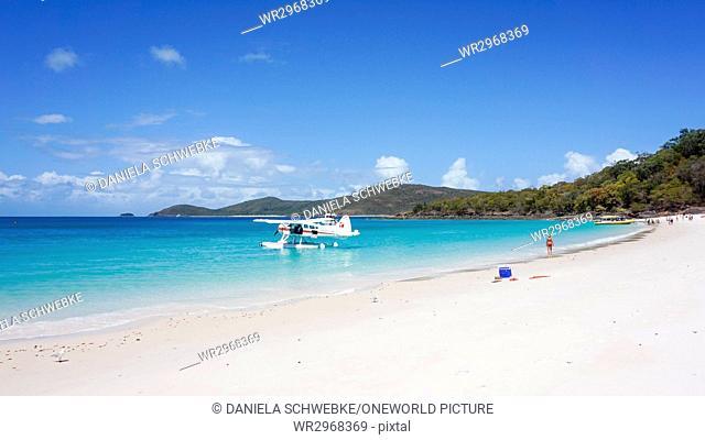 Australia, Queensland, Whitsundays, watercraft in front of Whitehaven Beach