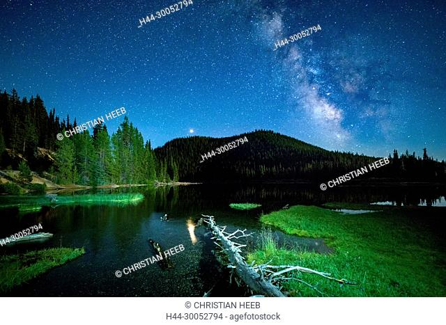North America, America, USA, American, Pacific Northwest, Oregon, Deschutes National Forest, Cascade Lakes Highway, Devils lake and milky way
