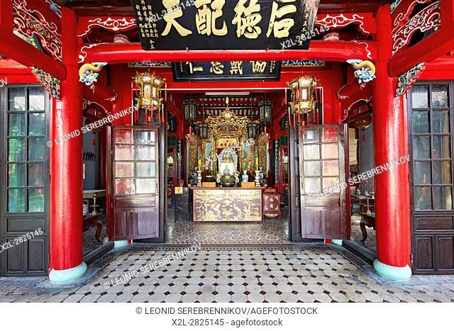 Interior of the Hoa Van Le Nghia Temple. Hoi An Ancient Town, Quang Nam Province, Vietnam