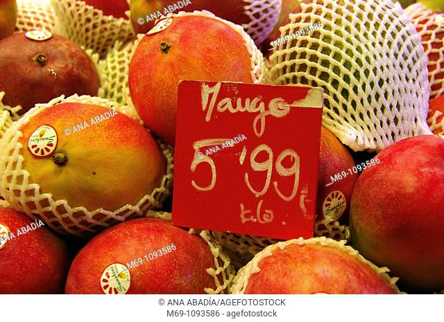 Venta de mangos en el Mercado de Sant Josep, La Boqueria, Barcelona