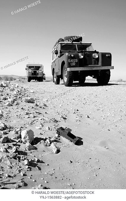 Africa, Tunisia, nr  Ksar Rhilane  Four historic Land Rovers on a desert trip