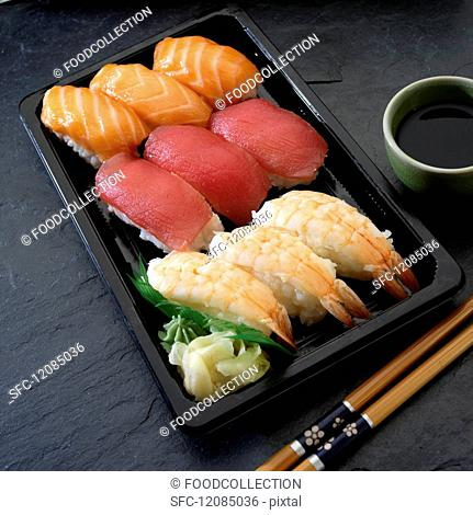 Nigiri sushi with salmon, tuna and prawns (Japan)