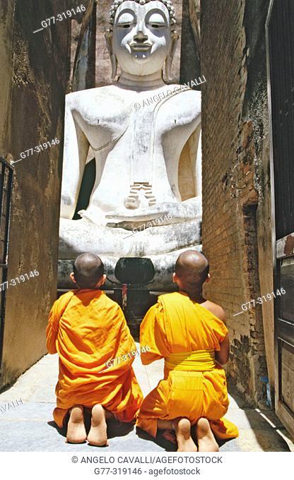 Novice monks Praying Buddha at temple Wat Si Chum. Sukhothai. Thailand