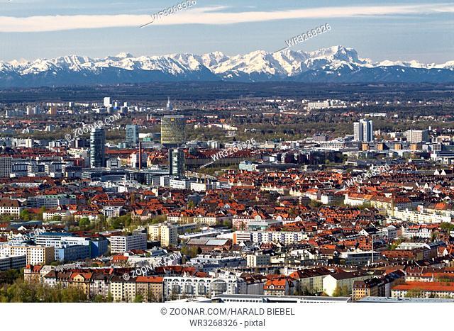 München bei Föhn mit Blick auf die Zugspitze
