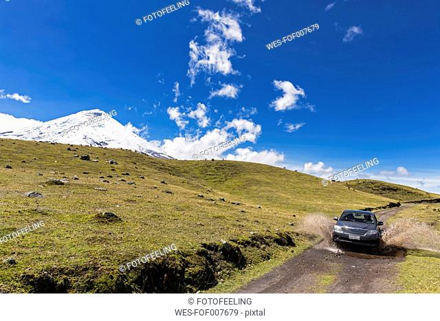 South America, Ecuador, Volcano Cotopaxi, Cotopaxi National Park, Jeep on road