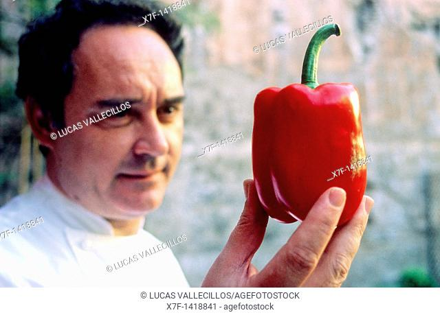 Ferran Adrià and pepper  Pepper is one of the few things that at Ferran Adrià does not like and never included it in their creations  In El Bulli Tallerworkshop...