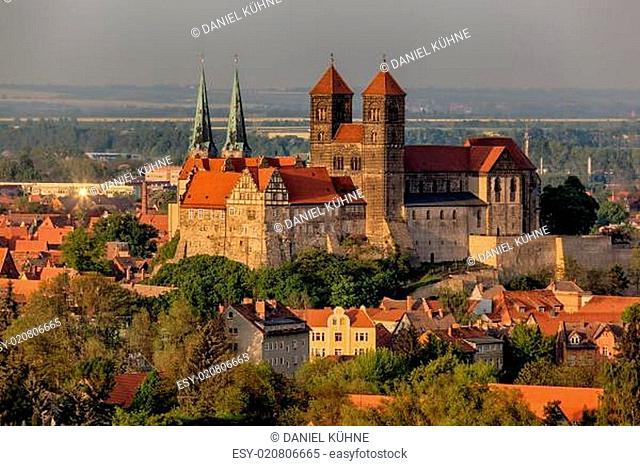 Blick auf das Schloss und die Stiftskirche von Quedlinburg