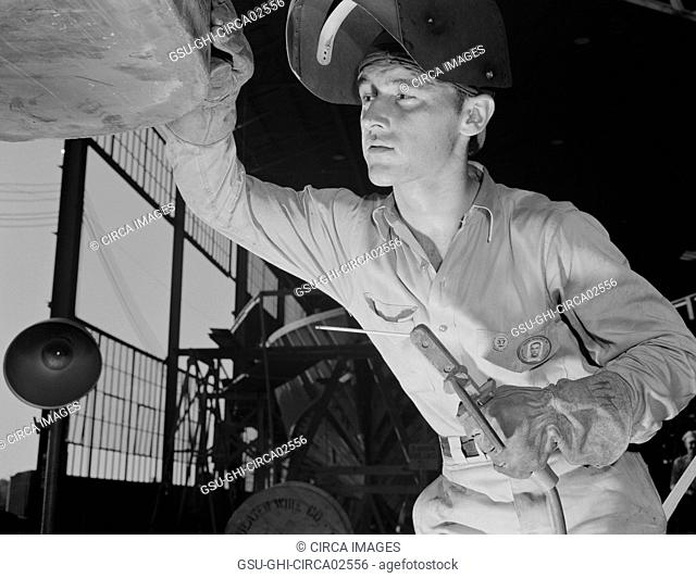 Electric Arc Welder, Navy Boatyard, Higgins Industries, New Orleans, Louisiana, USA, Howard R. Hollem for Office of War Information, July 1942