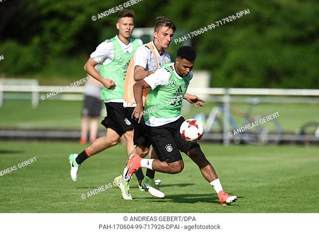 Serge Gnabry (r) and Maximilian Philipp in action during a training session at the European Championship training camp of the German U21 soccer national team in...