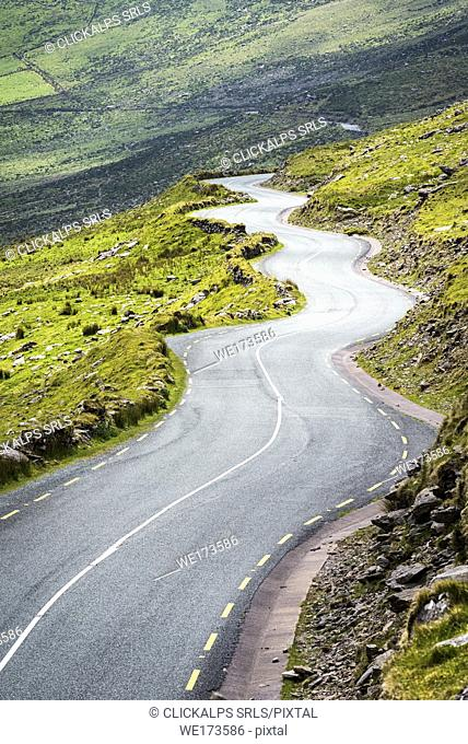 Conor Pass (Connor Pass), Dingle Peninsula, County Kerry, Munster province, Republic of Ireland, Europe. Bending mountain road