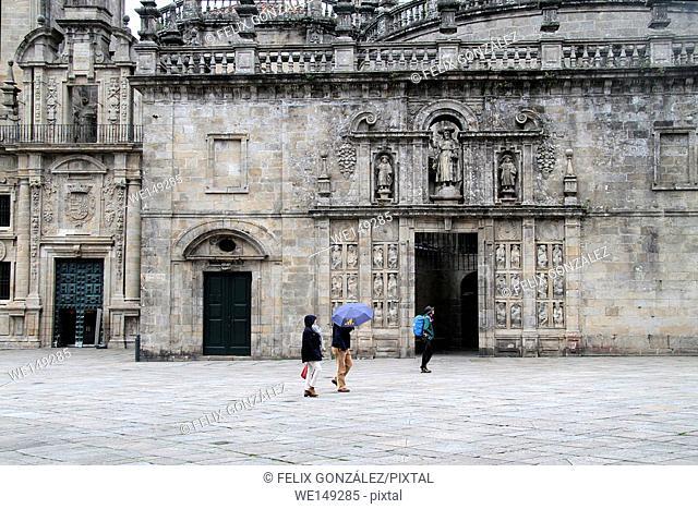Turist at Santiago de Compostela, Perdón Gate, Galicia, Spain
