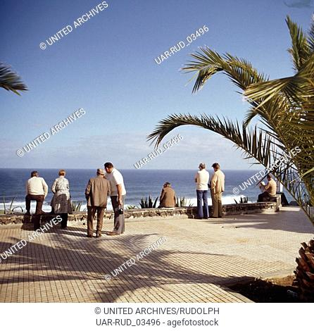 Aussicht aufs Meer vor der Küste von Teneriffa, Kanarische Inseln 1975. View to the sea in front of the coast of Tenerife, Canary Islands 1975