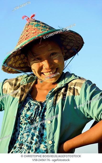 Myanmar, Rakhine State, Ngapali beach, Gyeik Taw village, Cheerful fisherwoman