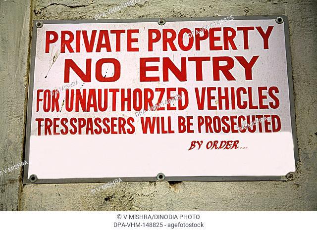 A board no entry private property ; Tardeo ; Grant Road ; Bombay Mumbai ; Maharashtra ; India