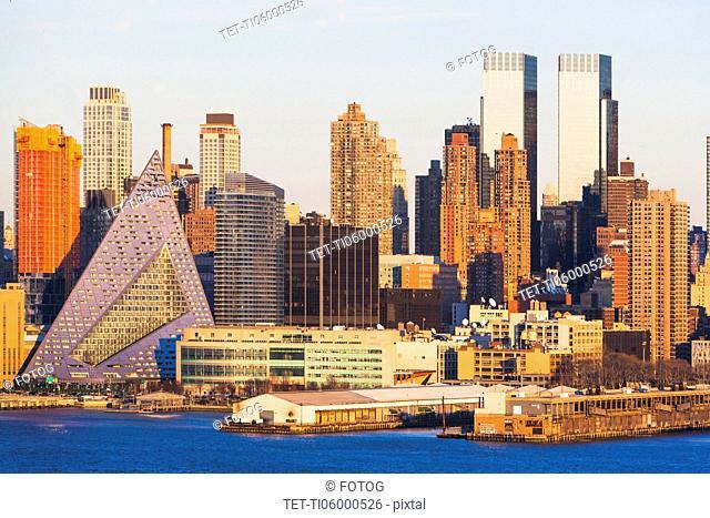 USA, New York State, New York City, Waterfront skyline