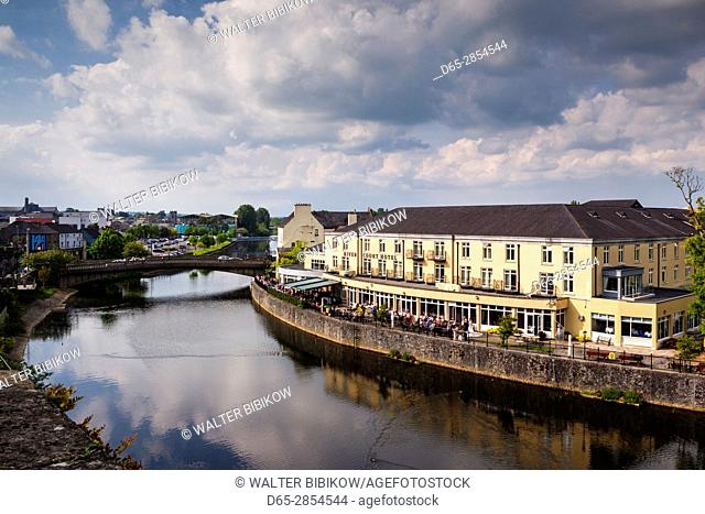 Ireland, County Kilkenny, Kilkenny City, elevated view of town and River Nore