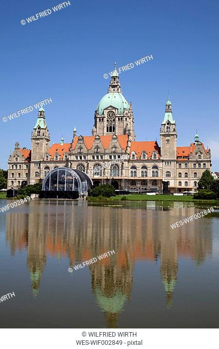 Germany, Lower Saxony, Hannover, New town hall with Maschteich