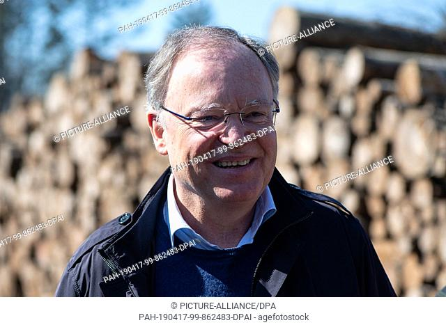 17 April 2019, Lower Saxony, Hardegsen: Stephan Weil (SPD), Prime Minister of Lower Saxony, speaks at the inspection of forest areas of the Fredelsloh forest...