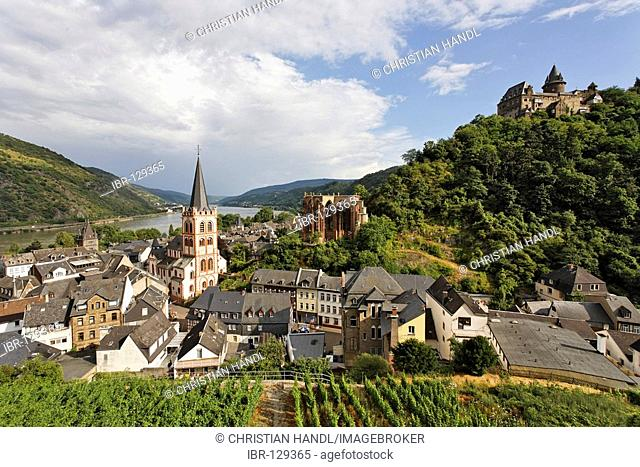 View from the Posten tower to the village with the evangelic church St.Peter the gotic Werner chapel and the castle Stahleck, Bacharach on the Rhine