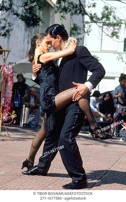 Argentina, Buenos Aires, Plaza Dorrego, tango dancers
